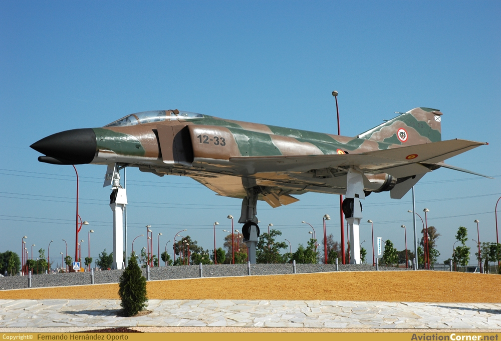 Avión en la rotonda del Bercial en Getafe