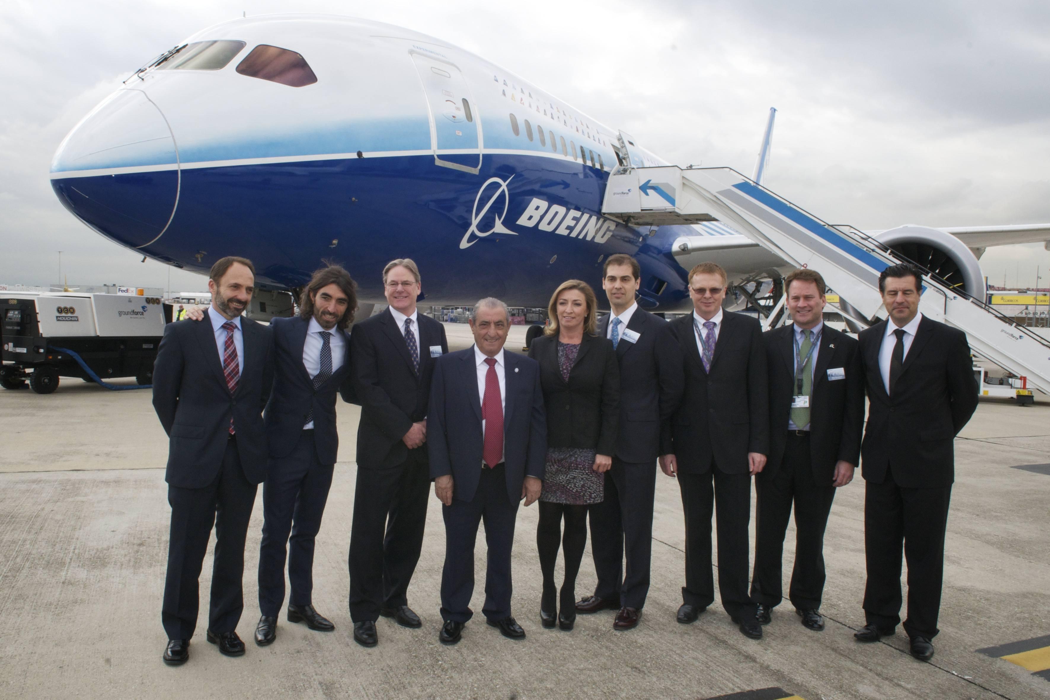 Noticias avion revue el boeing 787 se presenta en madrid for Interior 787 air europa