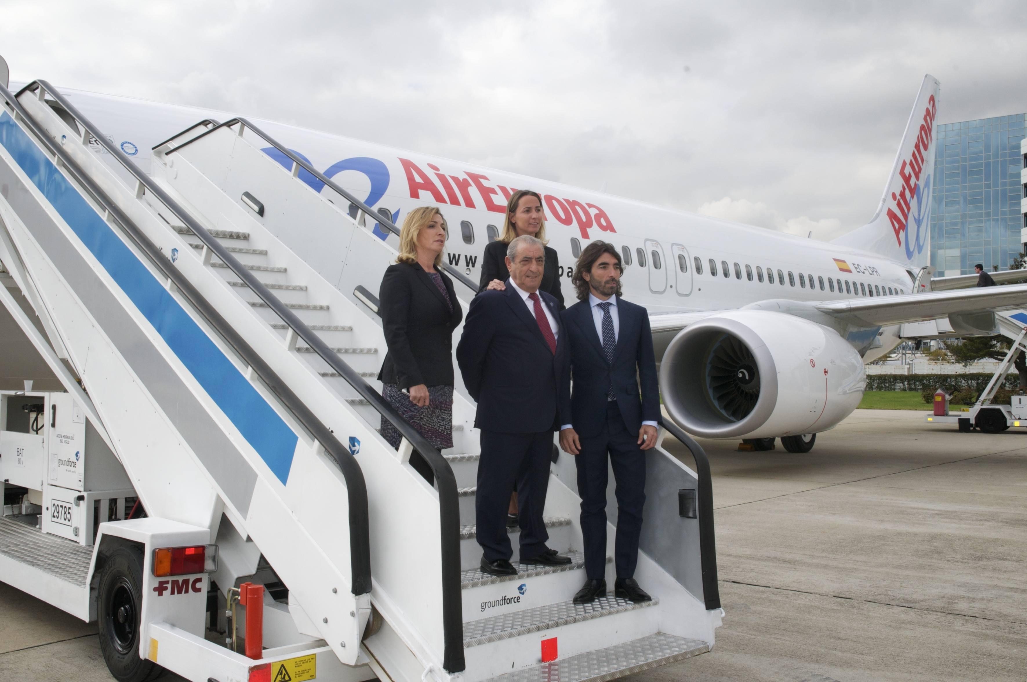 Noticias avion revue primer boeing 737 800 con el sky for Interior 787 air europa